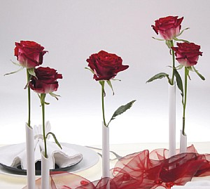 váza na jednu růži